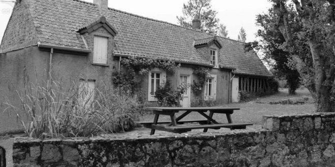 Conteville - Maison FLAHAUT - La Croix